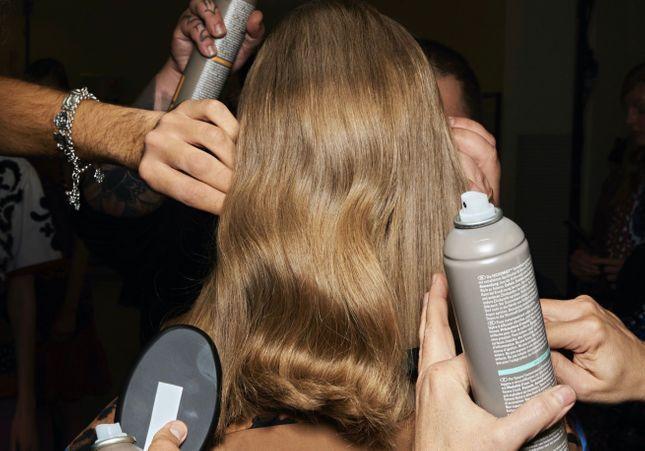 « Butterfly Haircut » : l'astuce pour des cheveux courts sans couper
