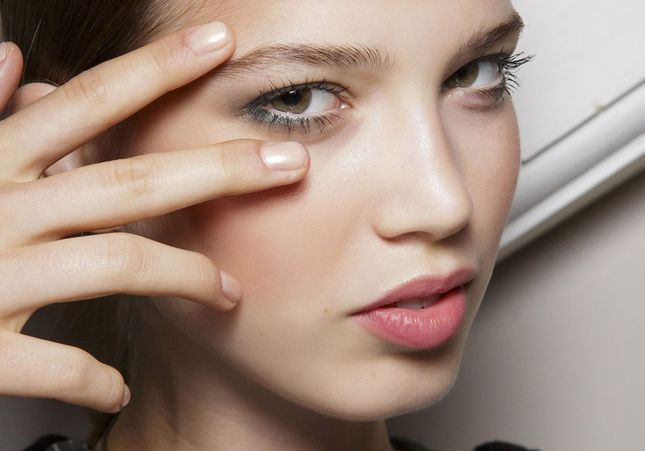 Comment avoir des ongles brillants ?