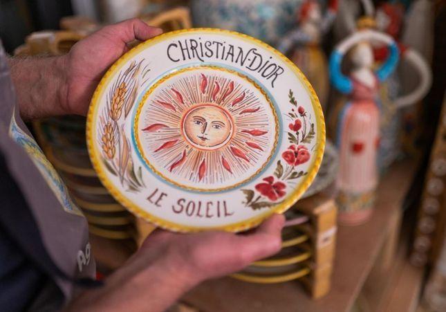 Défilé Dior Croisière 2021 : les assiettes tarot d'Agostino Branca, maître italien de la céramique