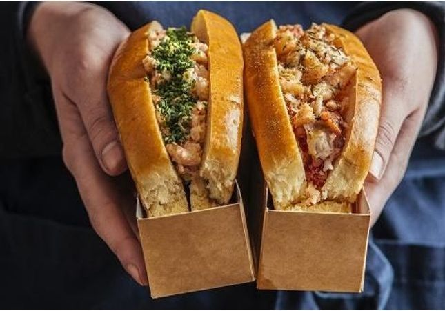 Le meilleur lobster roll du monde est Français et il se déguste à Paris !