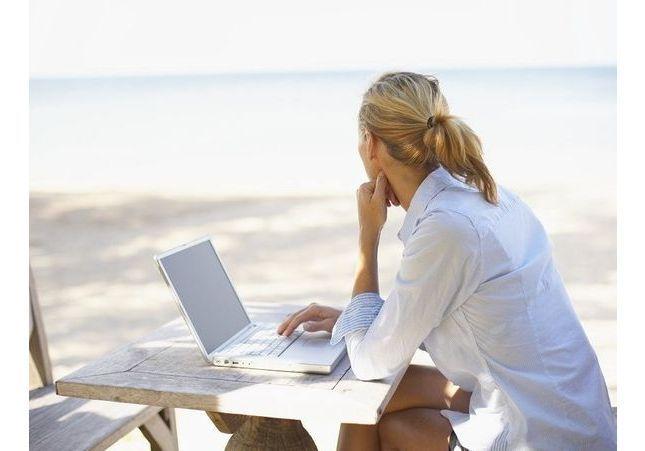 Découvrez le chiffre hallucinant de Français qui travaillent pendant leurs vacances