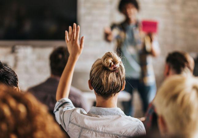 « Rendre aux jeunes leur avenir » : retrouvez le replay de la conférence ELLE Campus