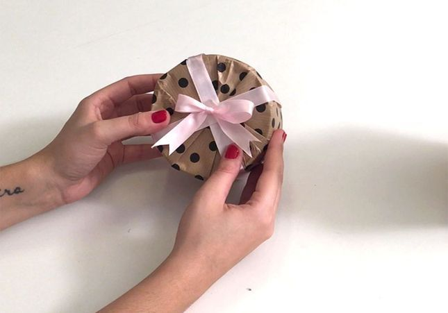 Emballer un cadeau rond, c'est facile !