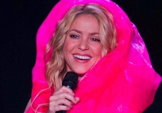 Shakira reprend une chanson de Carla Bruni et c'est plutôt pas mal