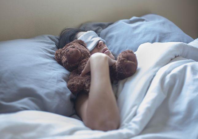 Qui sont ces adultes qui ne peuvent pas dormir sans leur doudou ?