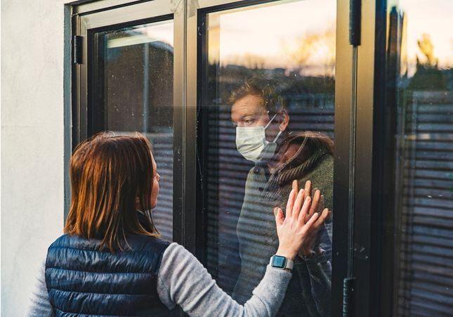 Plus de romantisme, moins de salive : les nouvelles règles de la rencontre amoureuse post-confinement