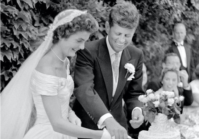 Histoire d'une tenue : la robe de mariée de Jackie Kennedy
