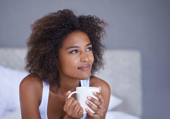 Boire un thé vert avant de dormir : bonne ou mauvaise idée ?