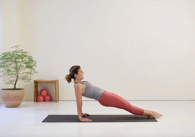 Cours de Pilates en vidéo : 20 minutes axées sur la fluidité des mouvements