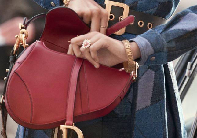 Dior : le sac Saddle 2018 enthousiasme ex-fans des nineties et it-girls du moment