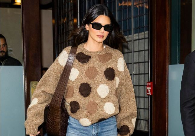 Kendall Jenner remet le sac maxi au goût du jour