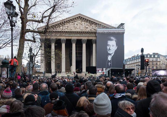 Johnny Hallyday : enterré à Saint Barth, les fans vont en pèlerinage à la Madeleine