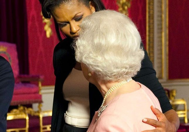 Pourquoi il ne faut JAMAIS toucher la reine d'Angleterre