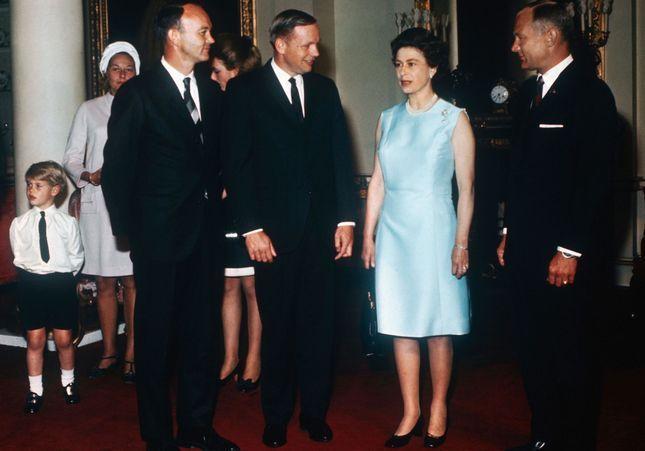 The Crown : la vérité derrière la rencontre du prince Philip et Neil Armstrong