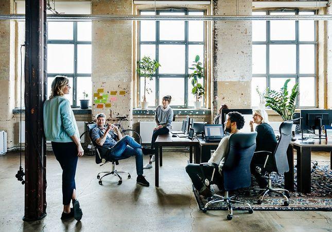 le travail et les femmes avec elle active