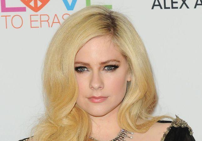 Avril Lavigne sur la maladie de Lyme : « Ce furent les pires années de ma vie »
