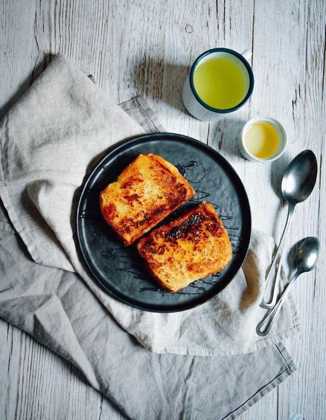 Coconut toast (brioche perdue à la noix de coco)
