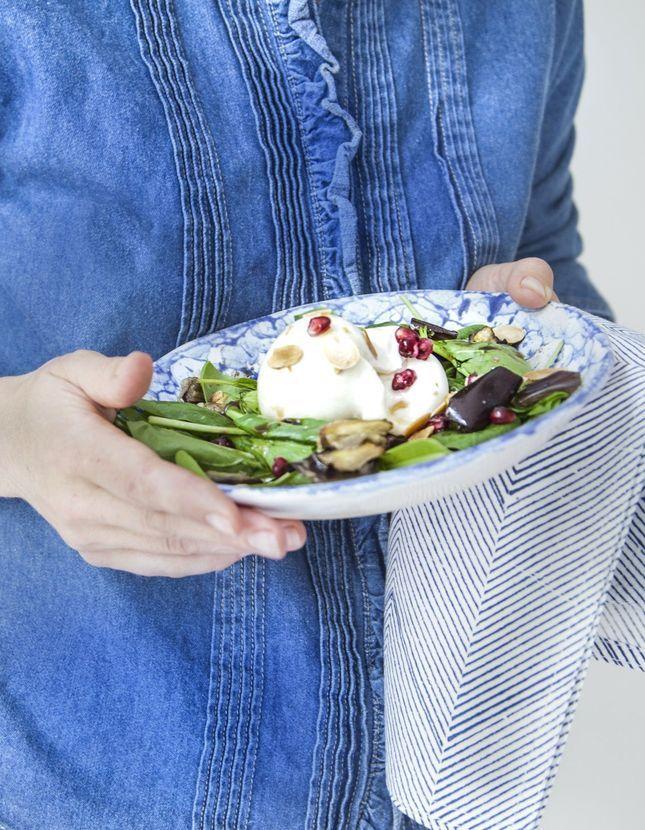 Burratina, aubergine rôtie, sauce vierge, roquette, épinards