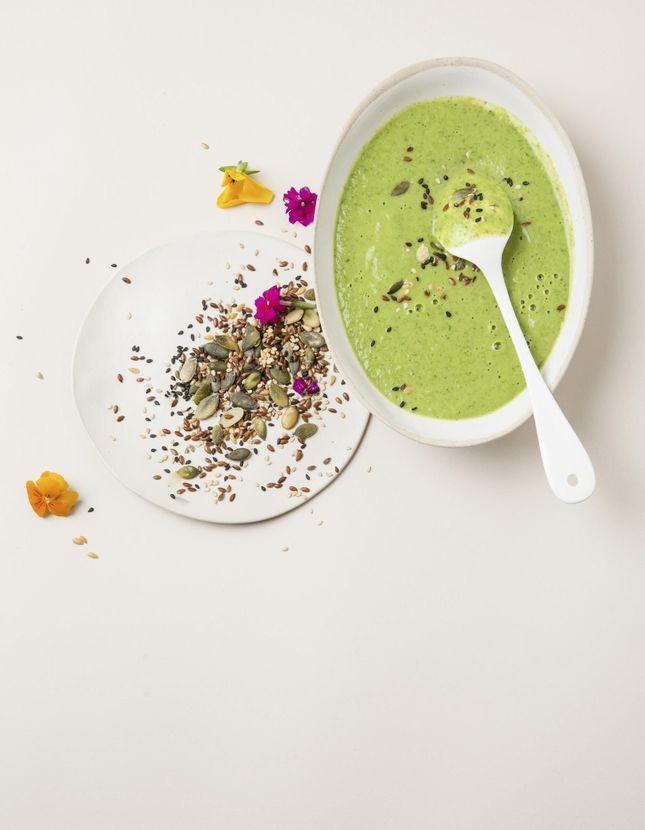 Gaspacho courgette, chou kale, et lait de coco