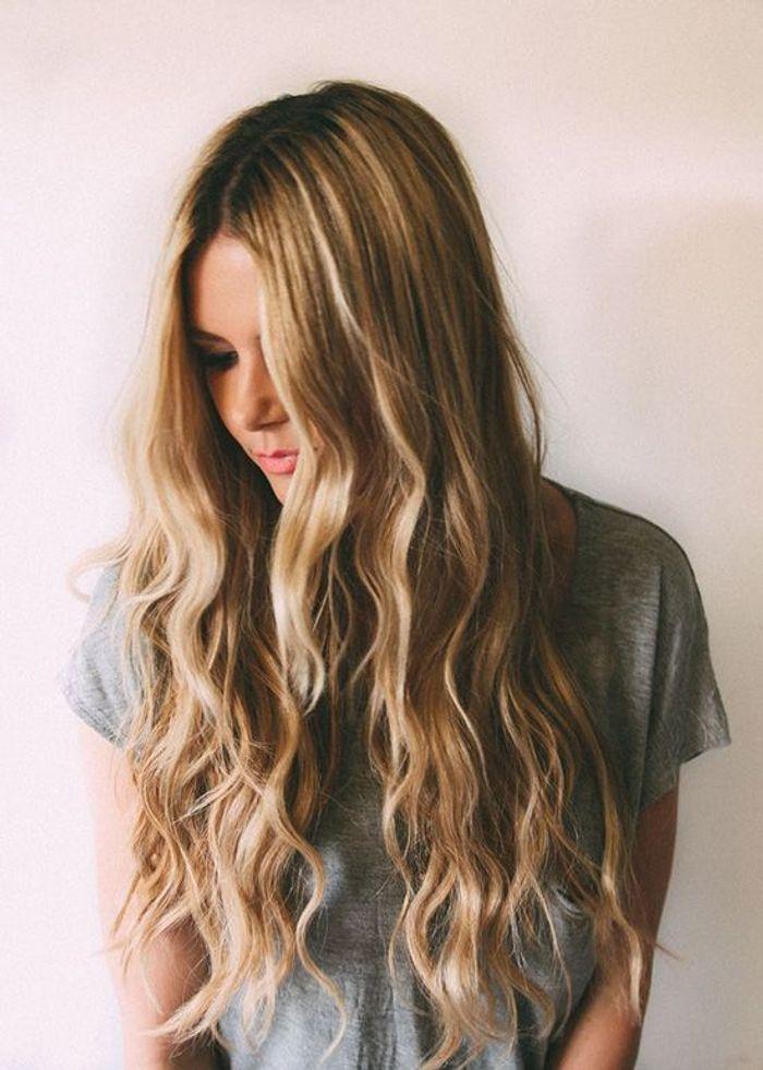 Top Coiffure cheveux longs ondulés - Coiffure cheveux longs : 78  VO77