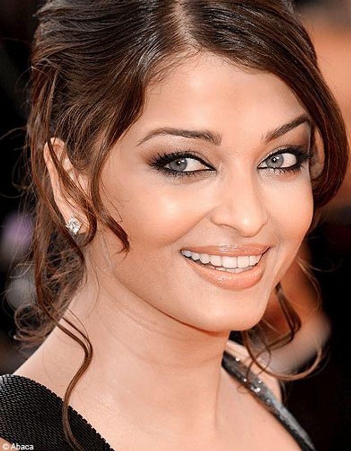 Populaire Aishwarya Rai - Les stars adoptent l'œil charbonneux - Elle GK85