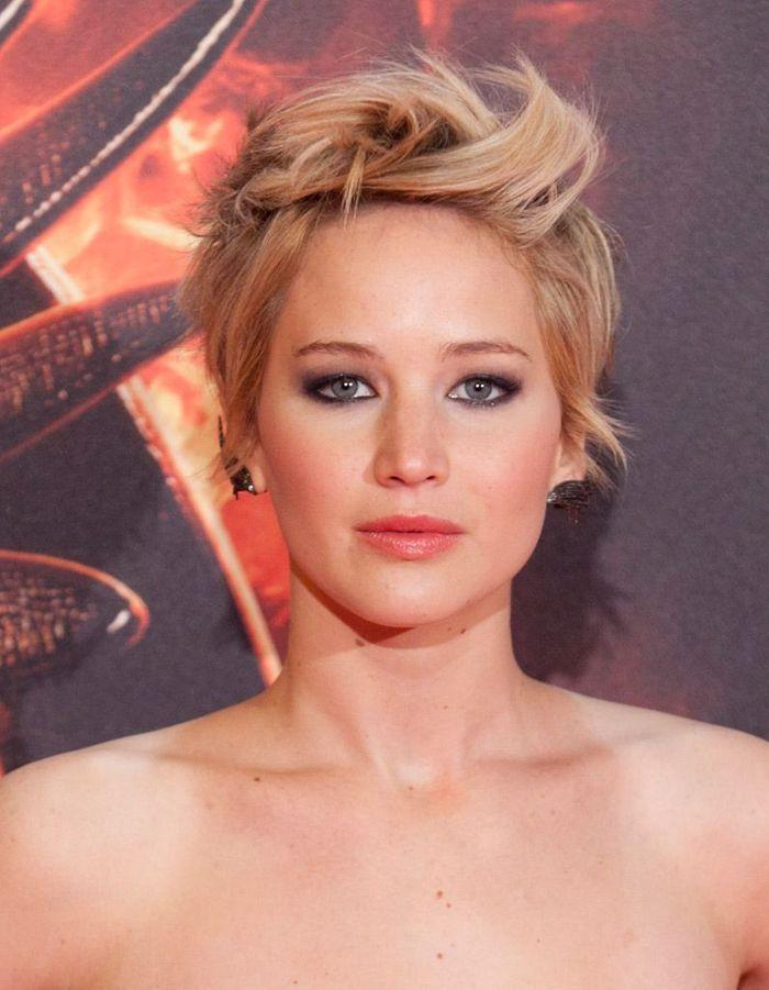 Une coupe courte décoiffée - Du court au carré : Jennifer Lawrence gère bien la repousse - Elle