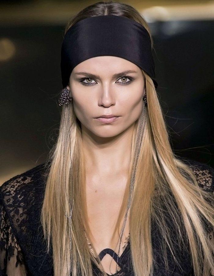 bandeau cheveux noir 20 coiffures avec un bandeau qui donnent du style elle. Black Bedroom Furniture Sets. Home Design Ideas