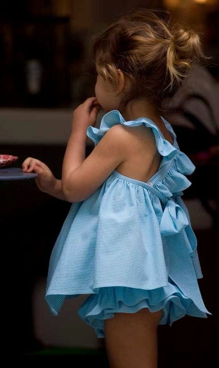 coiffure petite fille natte 40 coiffures de petite fille qui changent des couettes elle. Black Bedroom Furniture Sets. Home Design Ideas