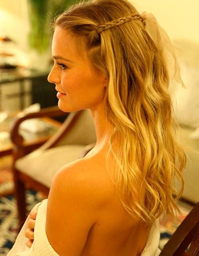 La coiffure tresse avec ruban de bar refaeli coiffure 1 ruban 11 possibilit s elle for Comcoiffure de mariage tresse