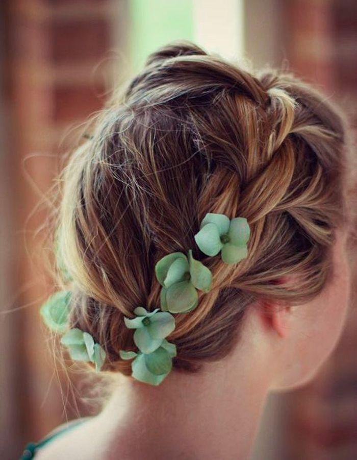 coiffure tress e et fleurs 30 coiffures tress es pour passer les f tes en beaut elle. Black Bedroom Furniture Sets. Home Design Ideas
