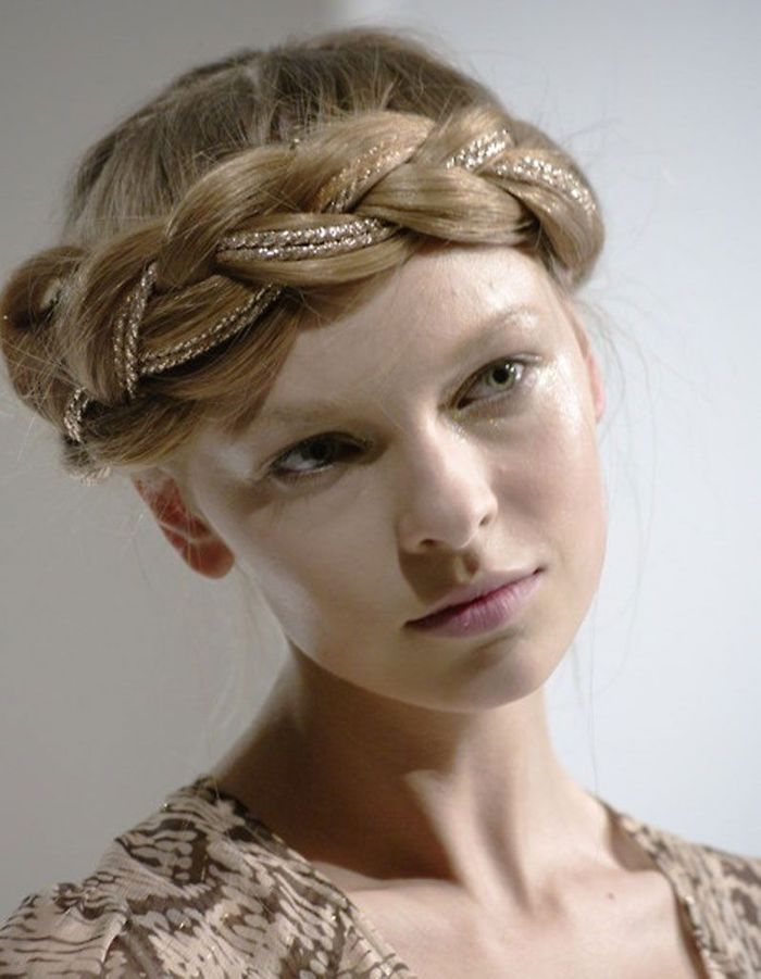 coiffure visage rond mariage 40 coiffures canon pour les. Black Bedroom Furniture Sets. Home Design Ideas