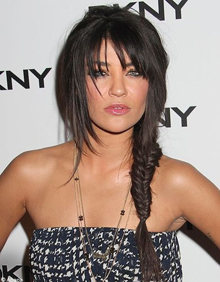 la tresse avec frange de jessica szohr coiffure on. Black Bedroom Furniture Sets. Home Design Ideas
