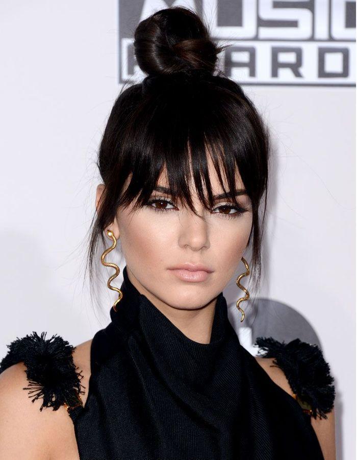 Kendall jenner avec une frange effil e brune la frange - Frange droite effilee ...
