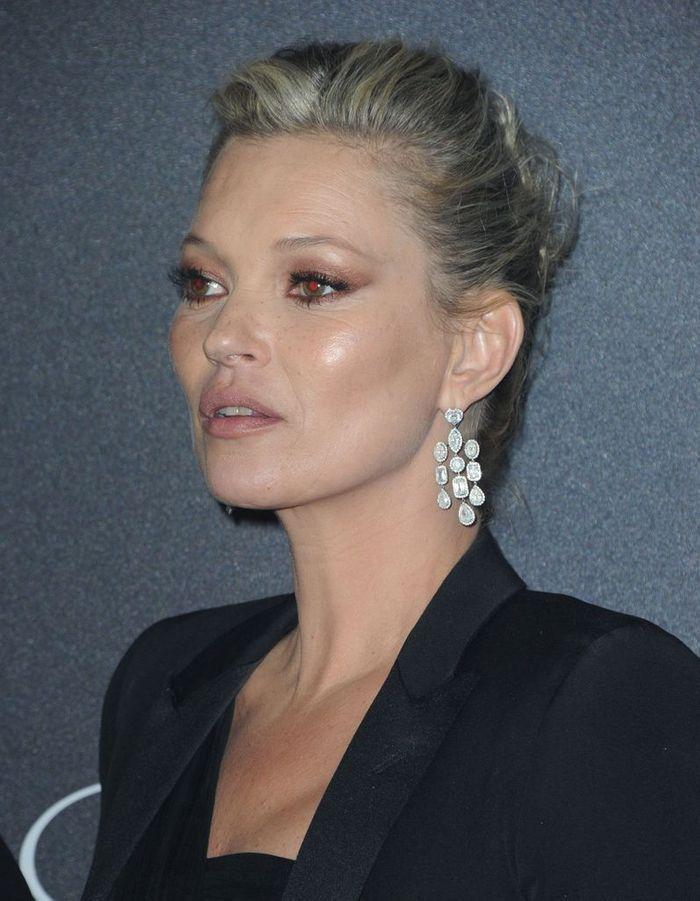 Le chignon haut de Kate Moss