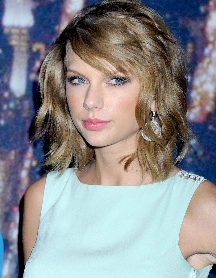 2015 Taylor Swift Et Son Carr Boucl Avec Frange Effil E Taylor Swift L 39 Volution