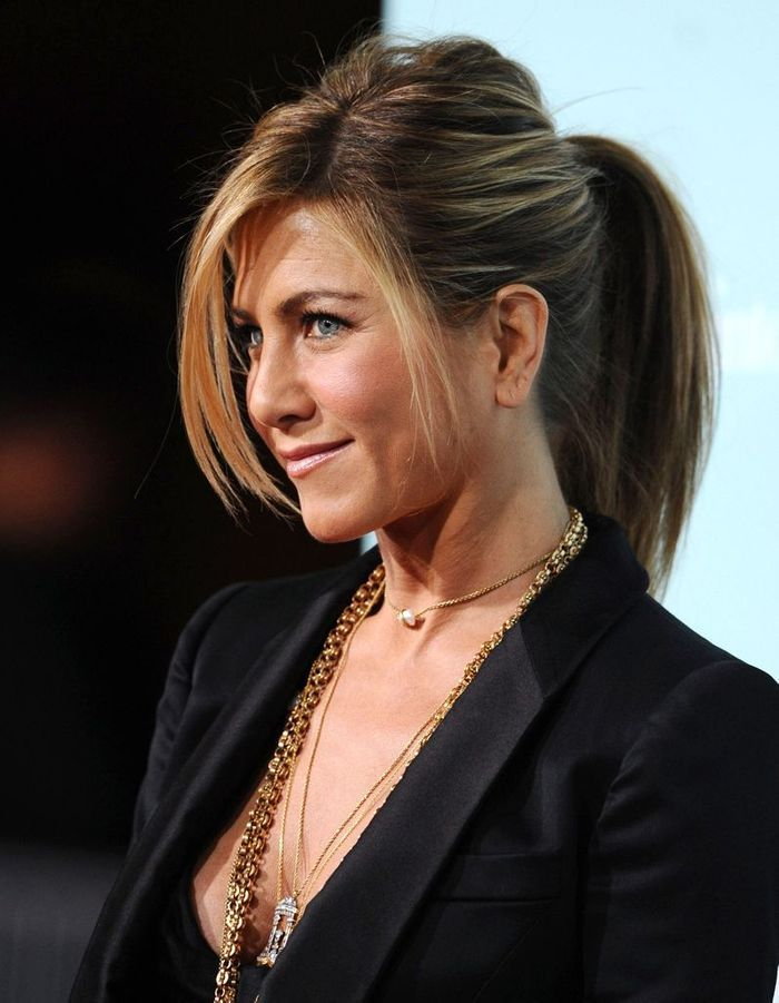 la queue de cheval sexy de jennifer aniston en 2009 l volution coiffure de jennifer aniston. Black Bedroom Furniture Sets. Home Design Ideas