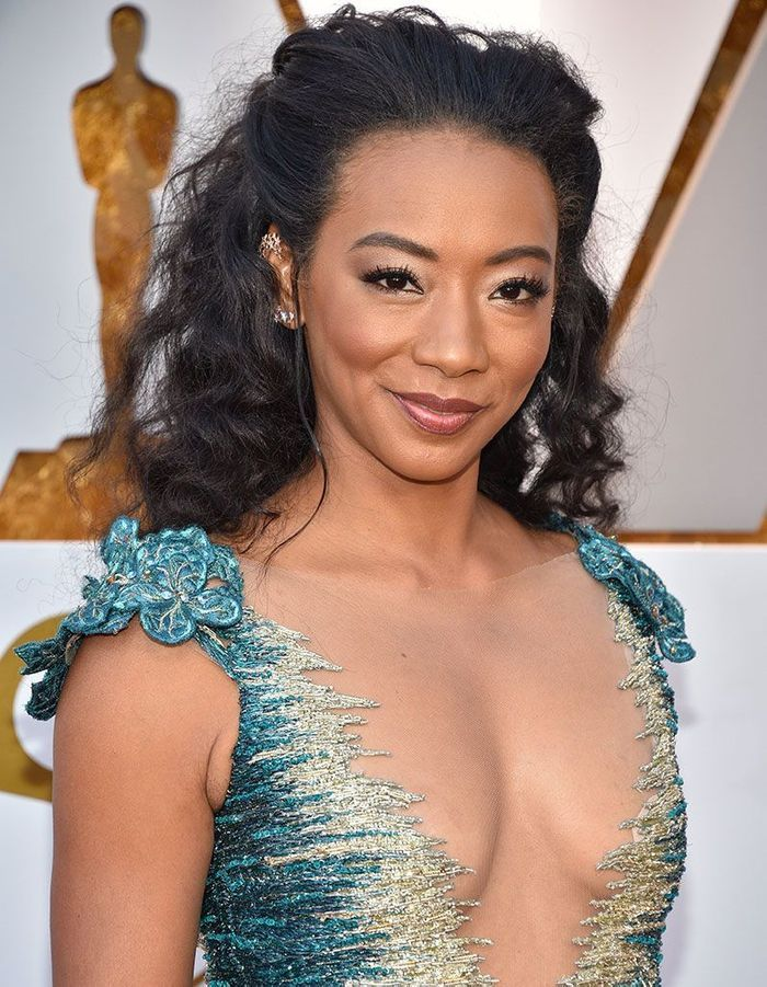 La coiffure Half-Up de Betty Gabriel