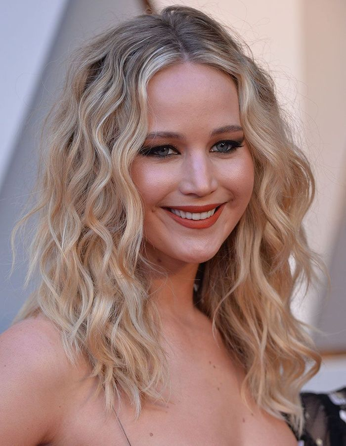 Les ondulations cool de Jennifer Lawrence