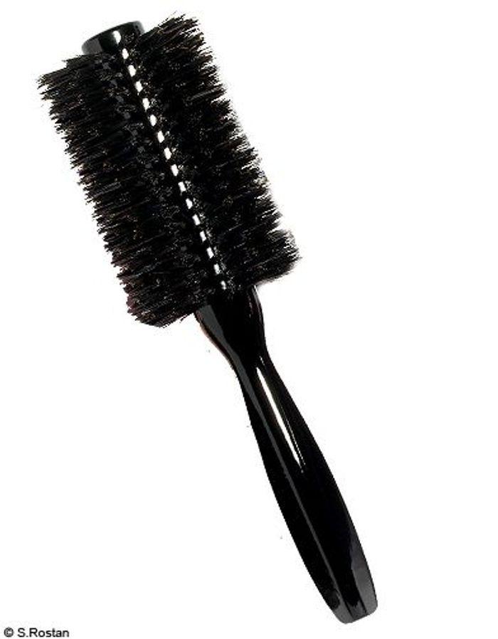 beaute shopping cheveux accessoire brosses shu uemura cheveux un probl me une brosse. Black Bedroom Furniture Sets. Home Design Ideas