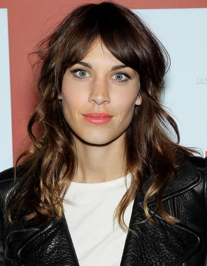 alexa chung et son rouge l vres corail bonne mine 10 id es piquer aux stars elle. Black Bedroom Furniture Sets. Home Design Ideas