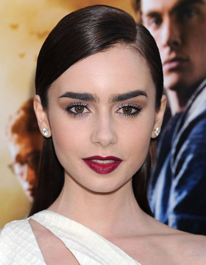 lily collins et son rouge l vres lie de vin make up de stars le rouge l vres leur va si. Black Bedroom Furniture Sets. Home Design Ideas