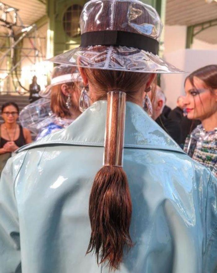 Les cheveux effet wet de chez Chanel