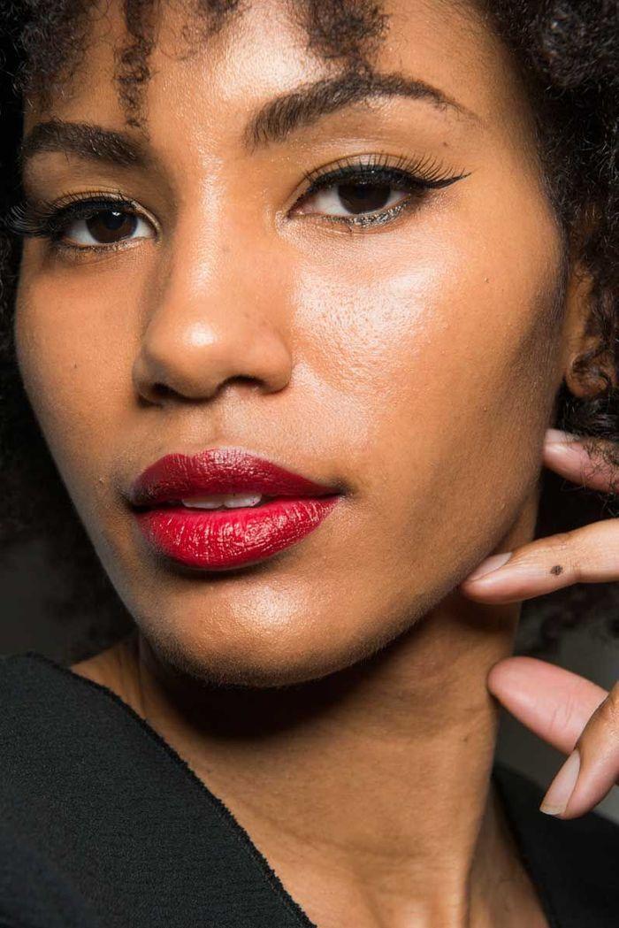 Maquillage Saint-Valentin : la bouche rouge et le liner fin