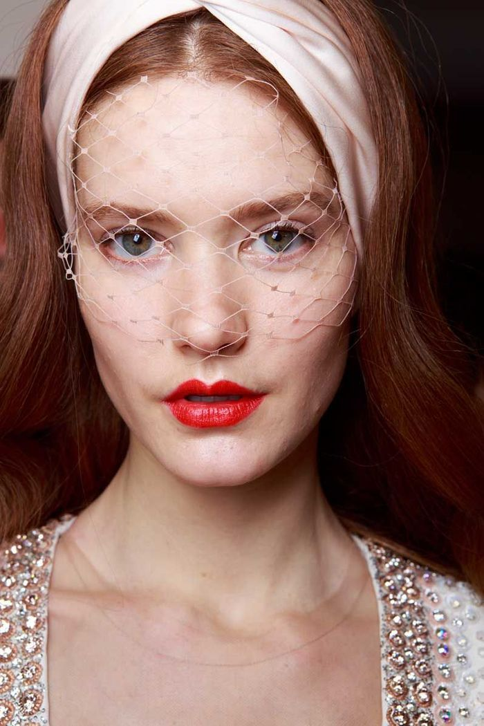Maquillage Saint-Valentin : la bouche rouge lumineux