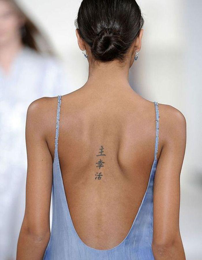 Tatouage colonne vert brale chinois oserez vous le tatouage sur la colonne vert brale elle - Tatouage femme colonne vertebrale ...
