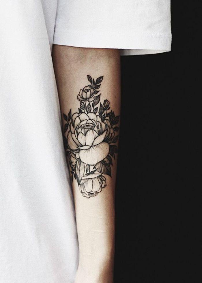 tatouage pivoine sur le bras 15 id es de tatouages. Black Bedroom Furniture Sets. Home Design Ideas