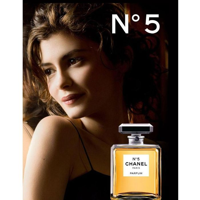 chanel n 5 incarn par l actrice audrey tautou en 2009 photographi e par dominique issermann. Black Bedroom Furniture Sets. Home Design Ideas