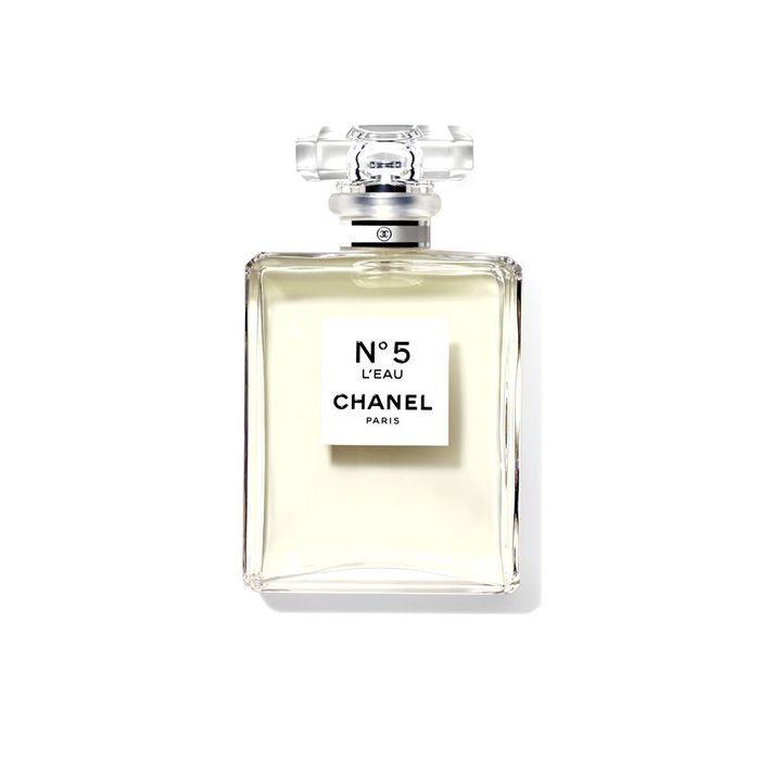 le parfum n 5 l eau de chanel les meilleurs produits de beaut de l ann e 2016 sont elle. Black Bedroom Furniture Sets. Home Design Ideas