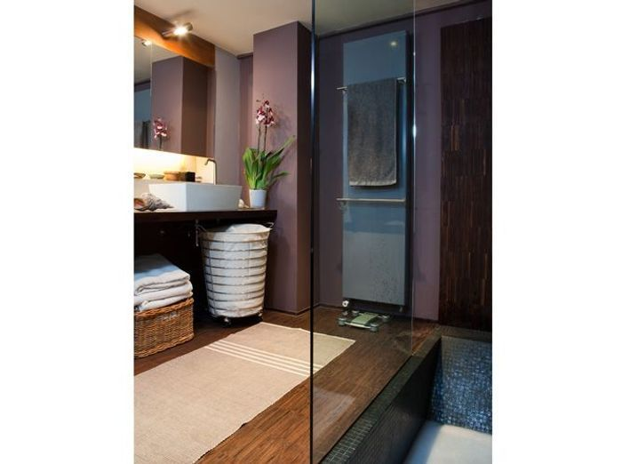Petite salle de bains de 8 m² à la japonaise