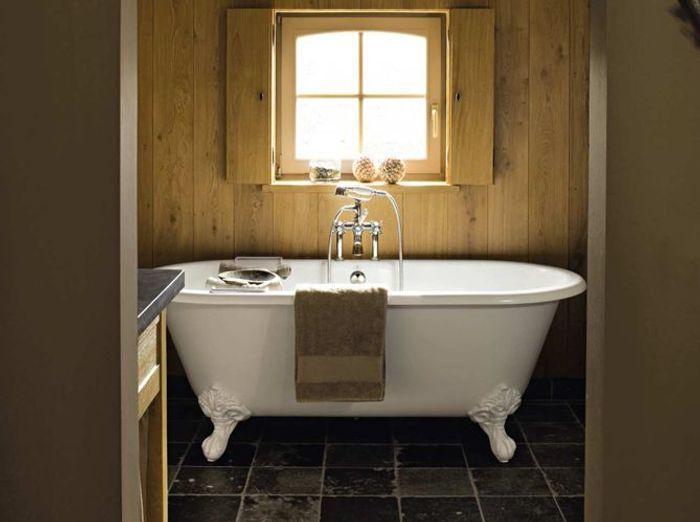Le charme du r tro dans la salle de bains elle d coration for Petite fenetre salle de bain